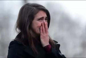 Создать мем: расплакалась от счастья, плачущая девушка, девушка ревет
