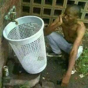 Create meme: komik resimler , collects water in the basket, pours water into a leaky bucket