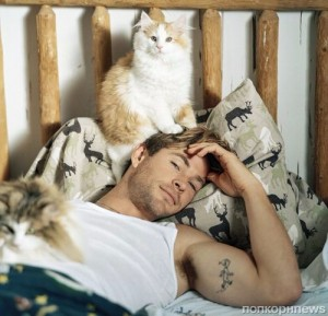 Создать мем: vanity fair, bruce weber, chris hemsworth thor