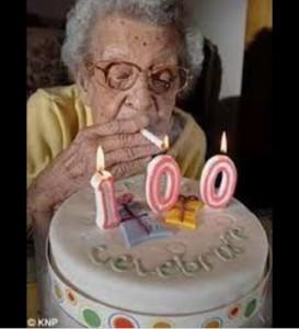 Создать мем: старые бабки прикольные на день рождения, картинка с днем рождения старушка, с днем рождения бабка
