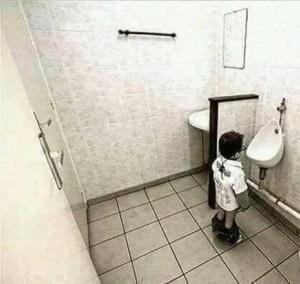 Создать мем: туалет на перемене мем, приколы, клизменная с унитазом
